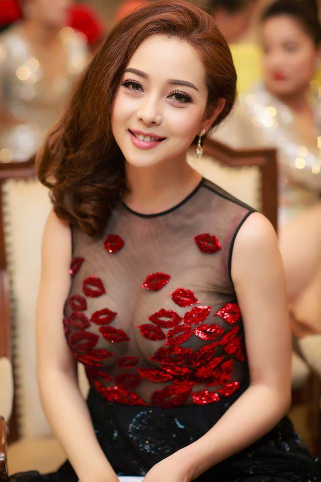 """Jennifer Phạm, vợ Lý Hải...3, 4 con vẫn đẹp """"đốn tim"""" đấng mày râu - 10"""