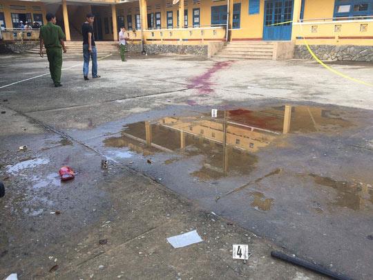 Bảo vệ bị côn đồ chém chết trong trường học - 2