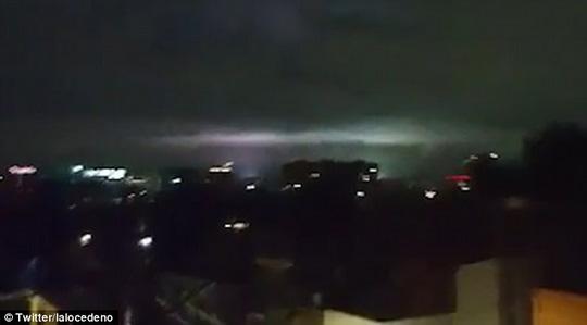 """Mảng sáng bí ẩn xuất hiện cùng """"động đất thế kỷ"""" ở Mexico - 1"""
