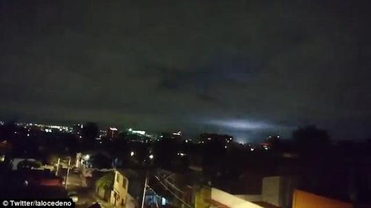 """Mảng sáng bí ẩn xuất hiện cùng """"động đất thế kỷ"""" ở Mexico - 2"""