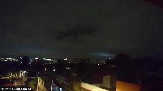 """Mảng sáng bí ẩn xuất hiện cùng """"động đất thế kỷ"""" ở Mexico - 3"""