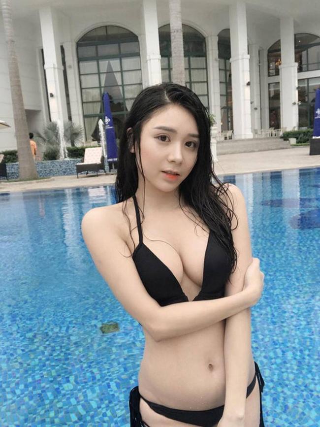 Hot girl kiêm diễn viên Thanh Bi nổi lên sau khi công khai tình cảm với Quang Lê. Thời gian gần đây, cô tiếp tục là tâm điểm chú ý của dư luận vì những bức ảnh ghép và chuyện phát ngôn.