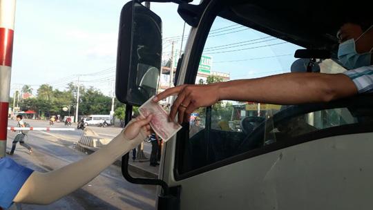 Tài xế đồng loạt dùng tiền lẻ, BOT Biên Hòa phải xả trạm - 9