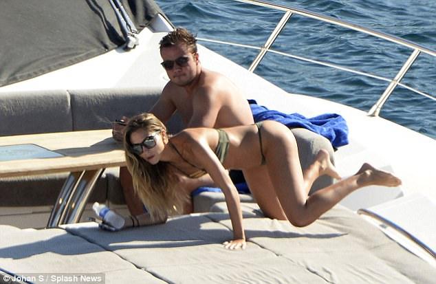 Mario Gotze và bạn gái người mẫu vô tư tình tứ mặn nồng giữa biển trời - 4