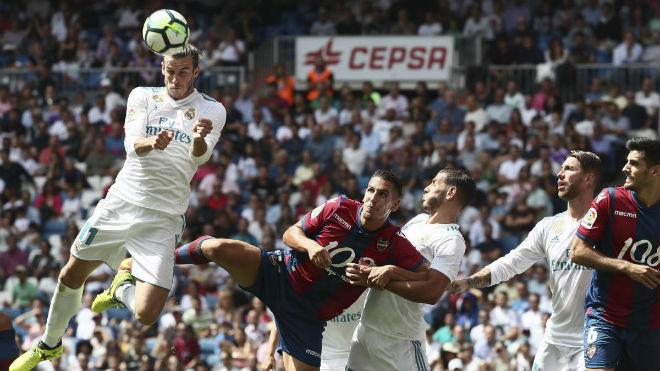 Real Madrid - Levante: Thẻ đỏ oan nghiệt & vận đen ma ám - 1
