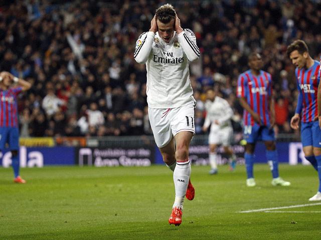"""Bỏ lỡ 3 cơ hội ngon ăn, Bale """"chân gỗ"""" khiến fan Real phát điên"""