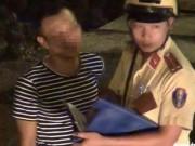 """Tin tức trong ngày - 3 CSGT đội Tân Sơn Nhất """"làm tiền"""" bị tạm đình chỉ"""