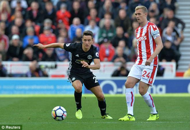 Stoke City - MU: Kịch bản không tưởng 4 bàn thắng - 1