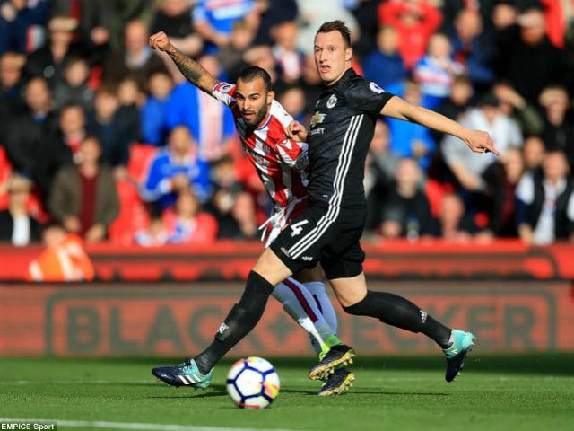 """Góc chiến thuật Stoke – MU: Mourinho sai lầm, """"cạn lời"""" vì hàng thủ"""