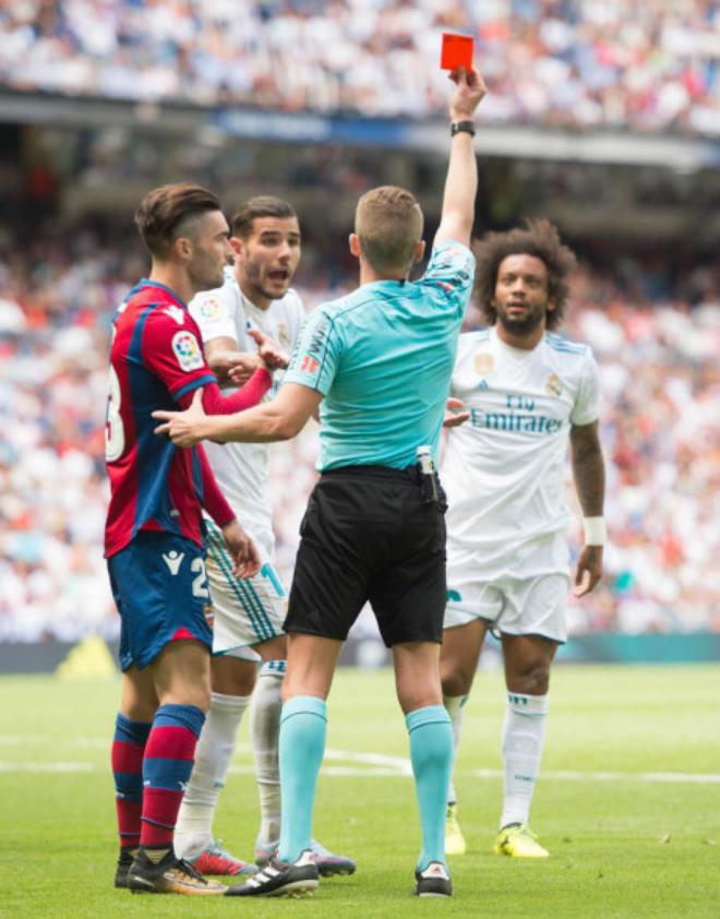 Real tiếp tục không thắng ở Bernabeu, Zidane nổi giận lôi đình - 2