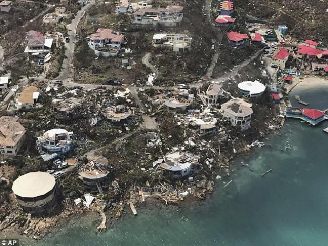 """Siêu bão Irma phá tan hòn đảo ở Caribe, """"giúp"""" 120 tù nhân bỏ trốn"""