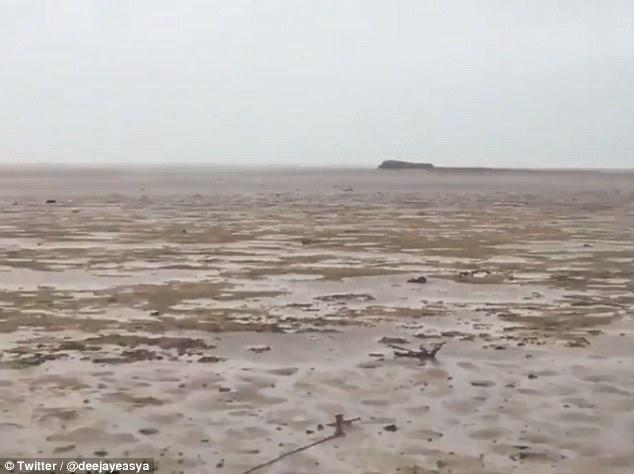 """Siêu bão """"quái vật"""" Irma hút cạn nước biển ở Bahamas - 1"""