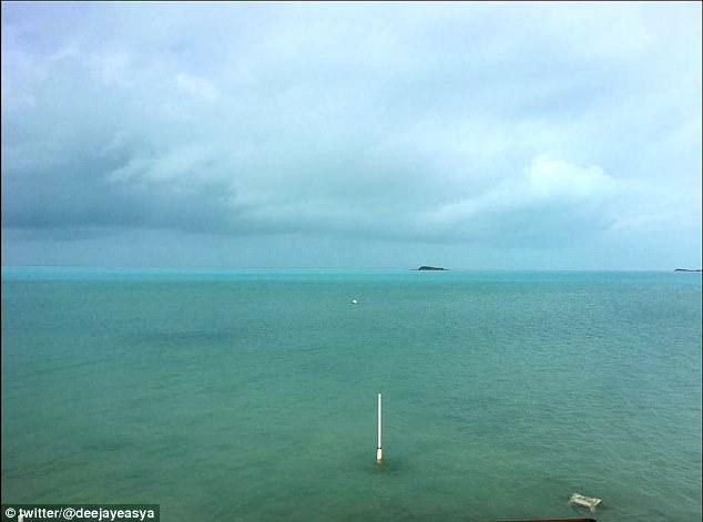 """Siêu bão """"quái vật"""" Irma hút cạn nước biển ở Bahamas - 2"""