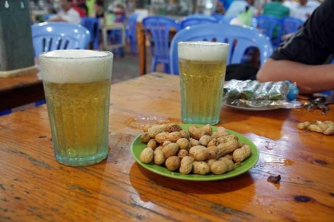 """Chuyện ít người biết về nguồn gốc chiếc cốc uống bia """"huyền thoại"""" - 4"""