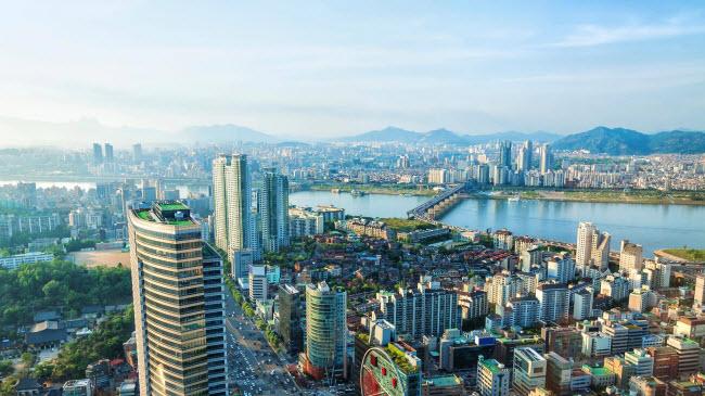 Thị thực: Nhiều du khách không cần thị thực khi du lịch Hàn Quốc, phụ thuộc vào thời gian họ lưu lại tại quốc gia này. Trong trường hợp bạn phải có thị thực để du lịch Hàn Quốc, thì thủ tục cũng được giải quyết rất nhanh gọn.