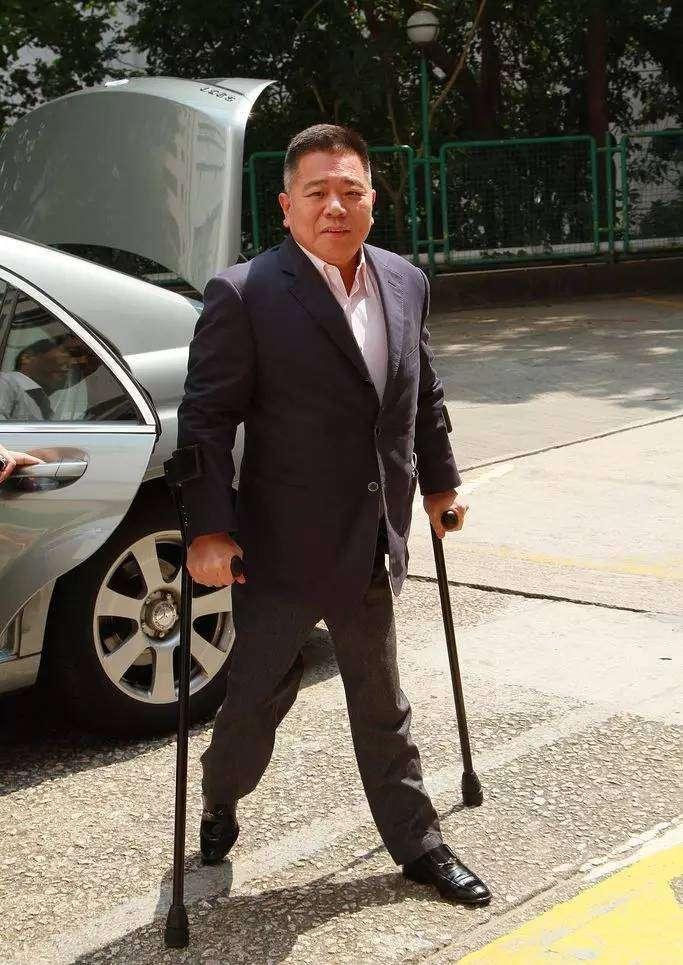 """Gia thế khủng của tỷ phú khuyết tật """"thu phục"""" đệ nhất mỹ nữ TVB - 2"""