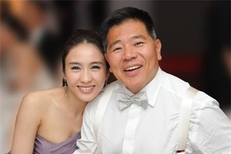 """Gia thế khủng của tỷ phú khuyết tật """"thu phục"""" đệ nhất mỹ nữ TVB - 1"""
