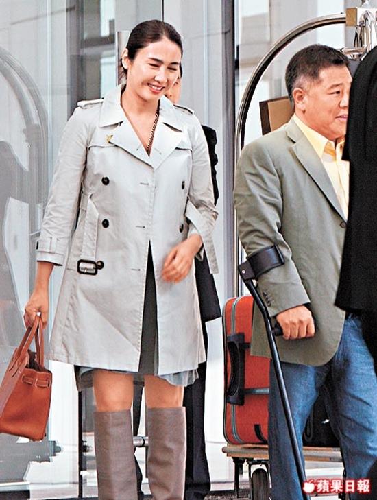 """Gia thế khủng của tỷ phú khuyết tật """"thu phục"""" đệ nhất mỹ nữ TVB - 9"""