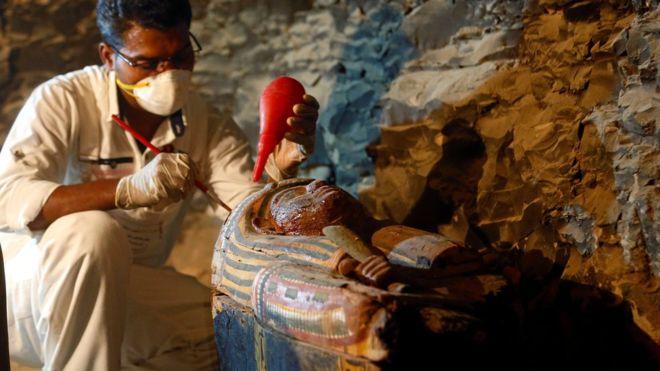 Phát hiện mộ Ai Cập 3.500 năm chứa đầy xác ướp, trang sức - 1