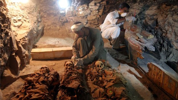 Phát hiện mộ Ai Cập 3.500 năm chứa đầy xác ướp, trang sức - 2