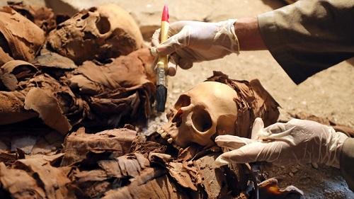 Phát hiện mộ Ai Cập 3.500 năm chứa đầy xác ướp, trang sức - 4