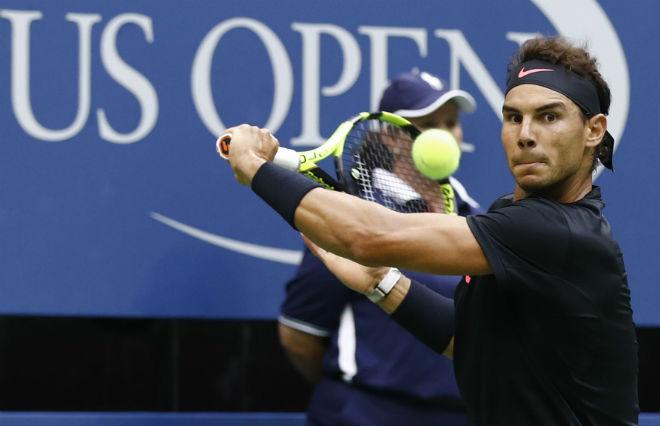 Clip hot US Open: Nadal trả giao bóng trái tay ảo diệu, cả sân chết lặng - 1