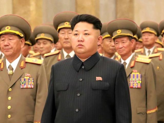 """Hành động lạ của ông Kim Jong-un trước ngày """"đại nạn"""""""