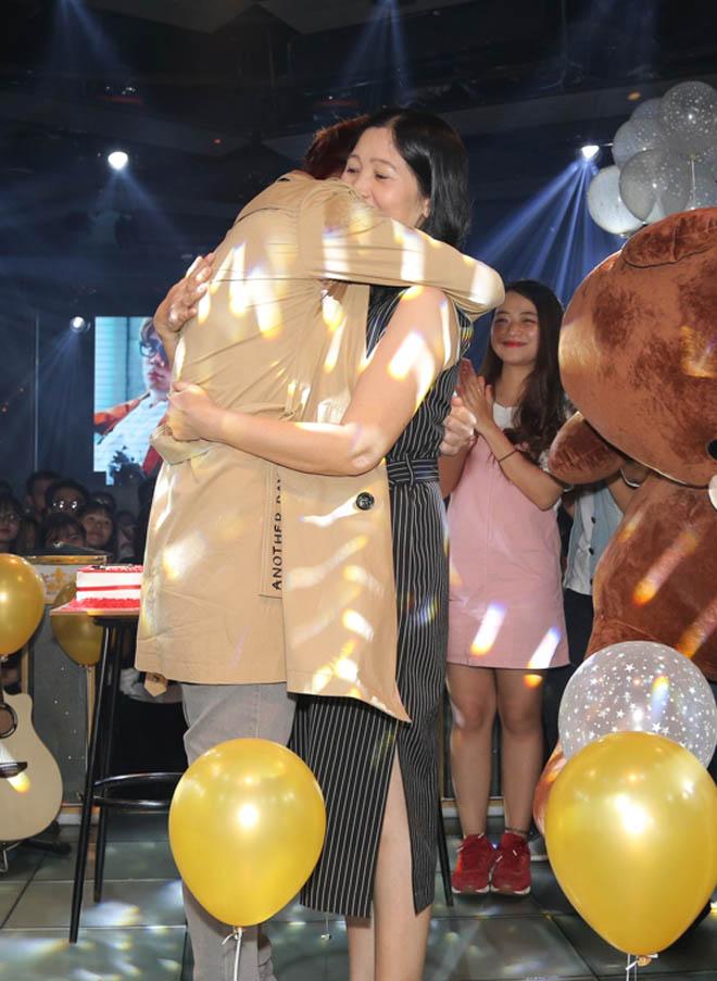Bùi Anh Tuấn ôm mẹ hứa làm lại cuộc đời - 3