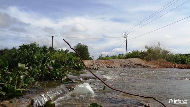 """Nghệ An: Học sinh thót tim khi qua cầu tràn """"nát như tương"""" - 12"""