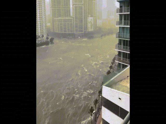 """Kinh hãi cảnh siêu bão Irma """"nhấn chìm"""" thành phố Mỹ"""