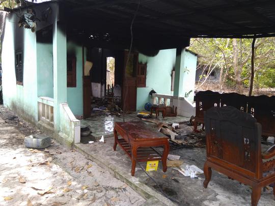 Nhà cháy rụi, cô giáo ở Phú Quốc bị bỏng rất nặng - 2
