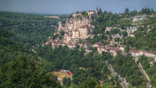 Vẻ đẹp ngoạn mục của ngôi làng cổ nằm cheo leo trên vách núi đá - 5