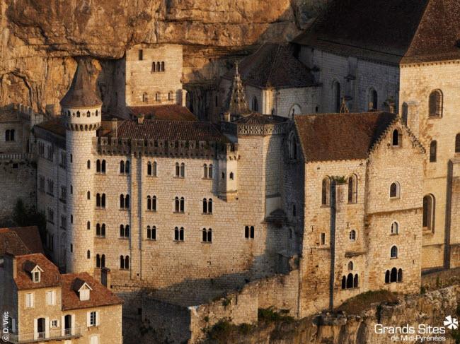 Vẻ đẹp ngoạn mục của ngôi làng cổ nằm cheo leo trên vách núi đá - 8