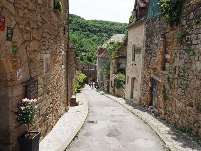 Vẻ đẹp ngoạn mục của ngôi làng cổ nằm cheo leo trên vách núi đá - 9