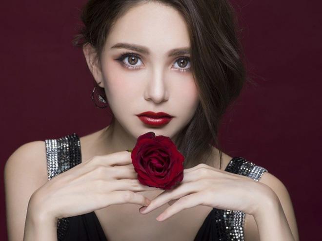 """Vợ đẹp kém 22 tuổi của """"Thiên Vương"""" Quách Phú Thành quá khêu gợi, nuột nà - 14"""