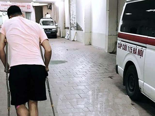 """Thủ môn Lâm """"Tây"""" (ĐT Việt Nam) bị trợ lý HLV dùng dao đe dọa?"""