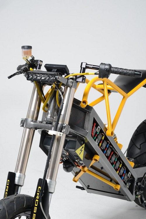 Siêu xe điện ExoDyne độc đáo của bác sỹ chỉnh hình thú y - 3