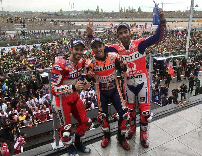 """Đua xe MotoGP: """"Hoàng tử"""" thống trị, hài hước cảnh dắt xe về đích - 3"""