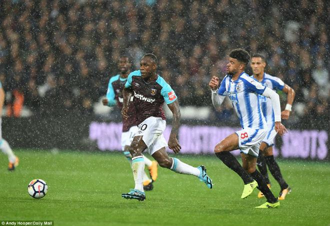 West Ham - Huddersfield: 5 phút thăng hoa, cái kết ngỡ ngàng (vòng 4 ngoại hạng Anh) - 1