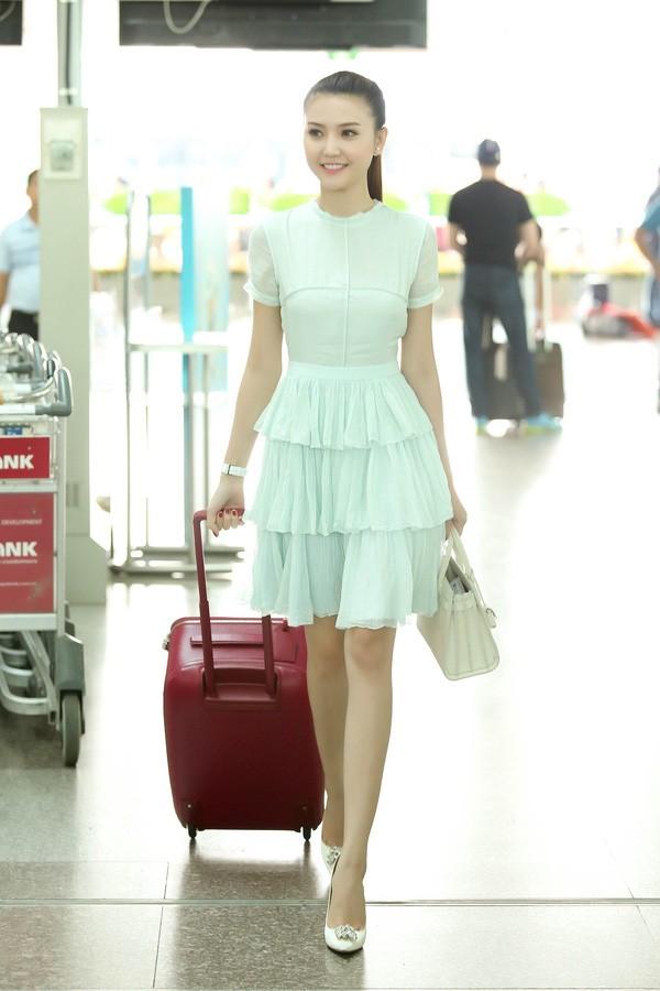 """""""Mỹ nữ Vũng Tàu đi xe 70 tỷ"""" nổi bật với phong cách sân bay sang chảnh - 11"""