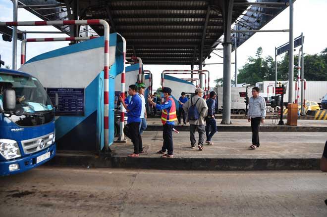 """Toàn cảnh """"thất thủ"""" ở BOT tuyến tránh Biên Hòa sáng 12-9 - 11"""