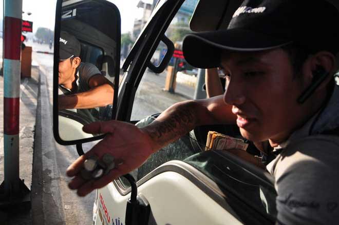 """Toàn cảnh """"thất thủ"""" ở BOT tuyến tránh Biên Hòa sáng 12-9 - 4"""