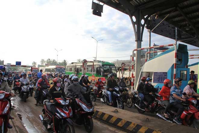 """Toàn cảnh """"thất thủ"""" ở BOT tuyến tránh Biên Hòa sáng 12-9 - 5"""