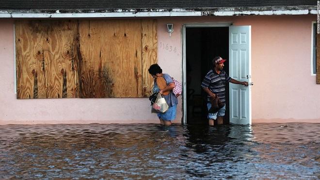 Florida tan hoang xơ xác sau khi siêu bão Irma càn quét - 4