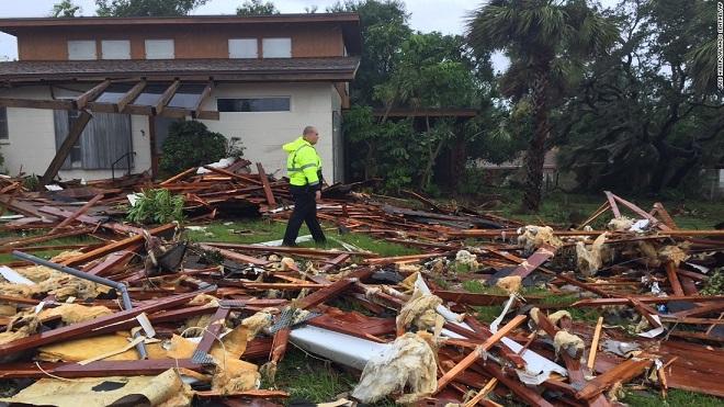 Florida tan hoang xơ xác sau khi siêu bão Irma càn quét - 8