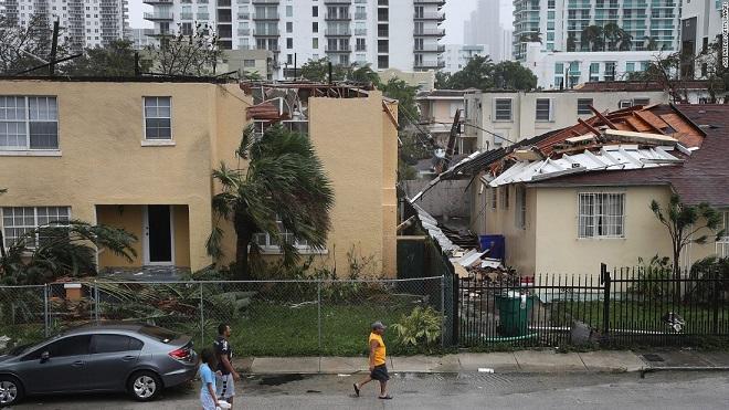 Florida tan hoang xơ xác sau khi siêu bão Irma càn quét - 9