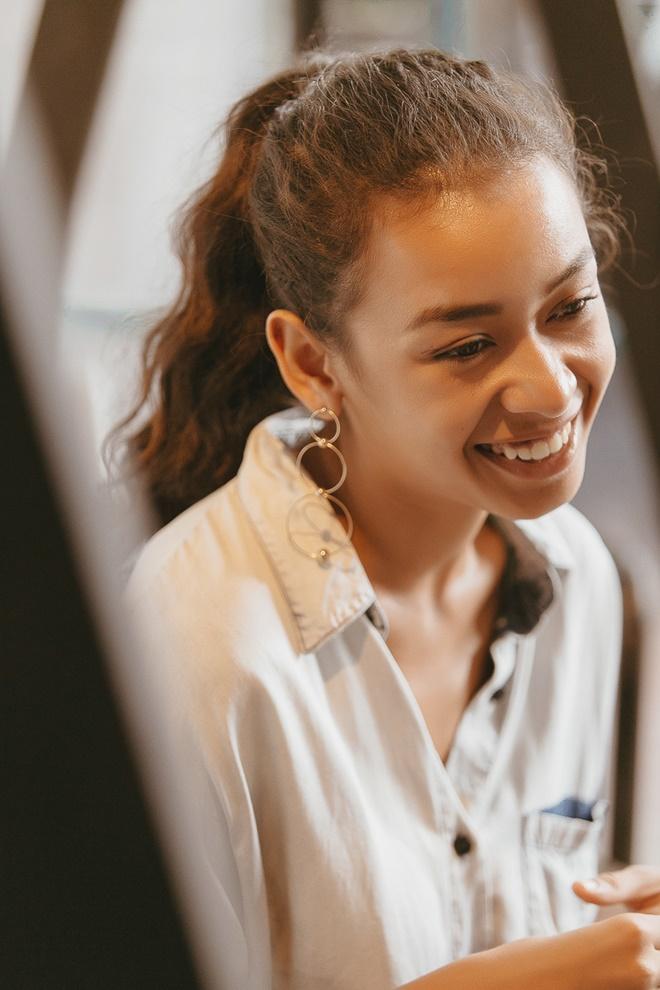 """Lộ diện """"tình địch"""" của Angela Phương Trinh: IQ 142, yêu doanh nhân hơn 18 tuổi - 2"""