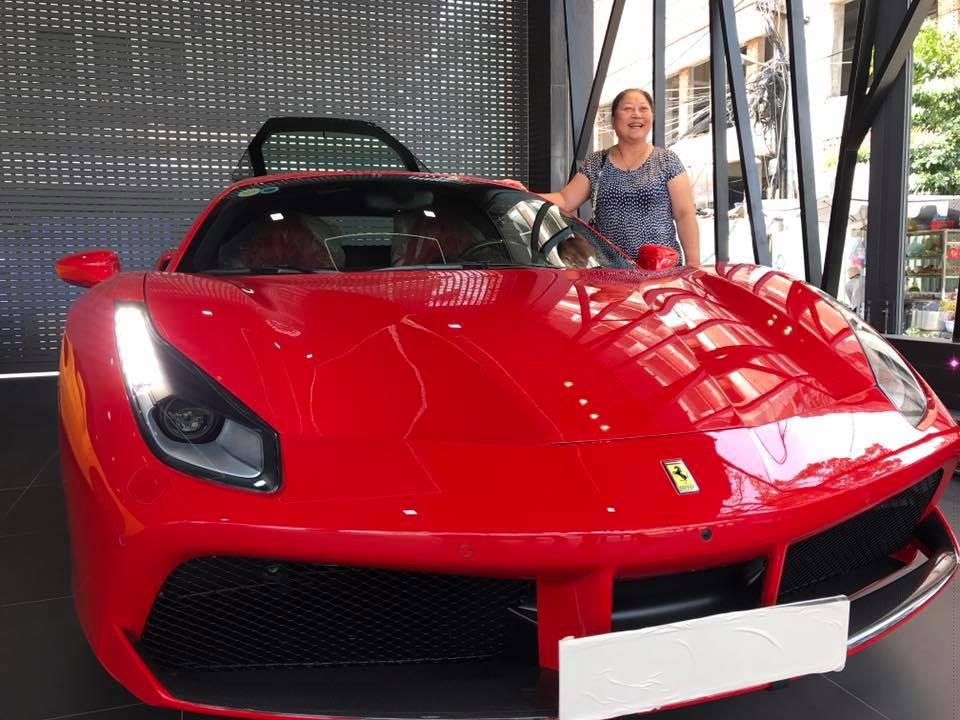 Tuấn Hưng khoe siêu xe Ferrari hơn 15 tỷ đồng khiến dân tình choáng - 1