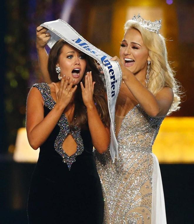 Thật bất ngờ, nữ chính trị gia đã đăng quang hoa hậu Mỹ - 1
