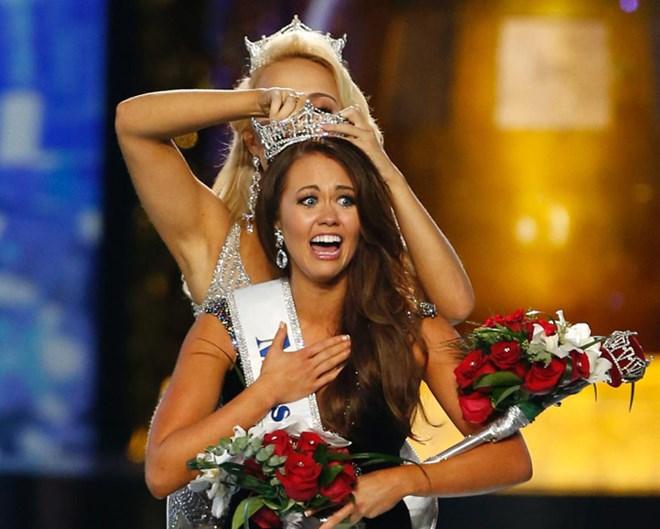 Thật bất ngờ, nữ chính trị gia đã đăng quang hoa hậu Mỹ - 2